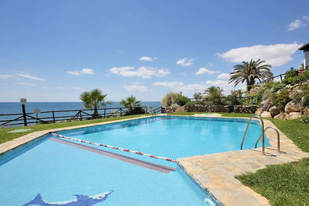 Swimming-pool overlooking the beach with views over Gibraltar