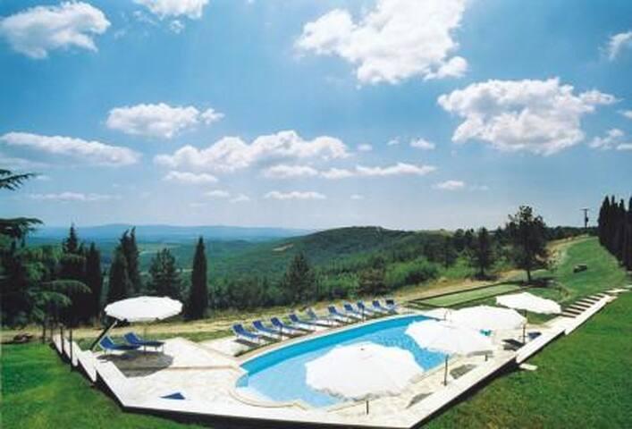 Glicine  romantic cottage in country