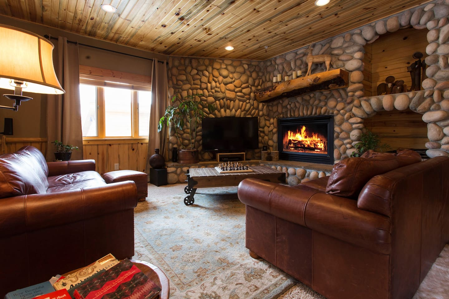 Rustic Timber Wolf Condominium at the Canyons