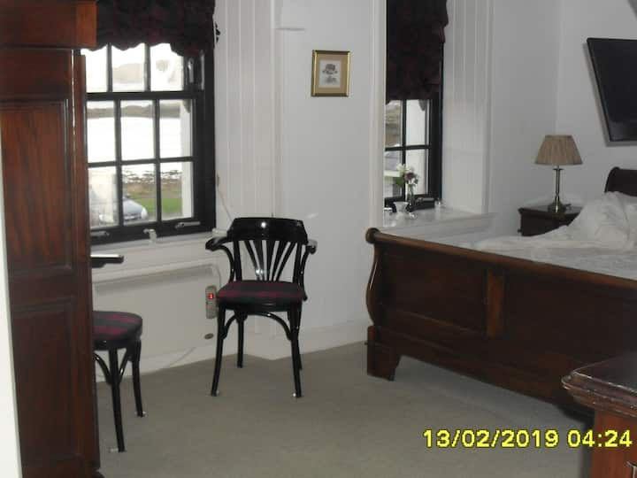 Large King Room - Ensuite - with Garden View