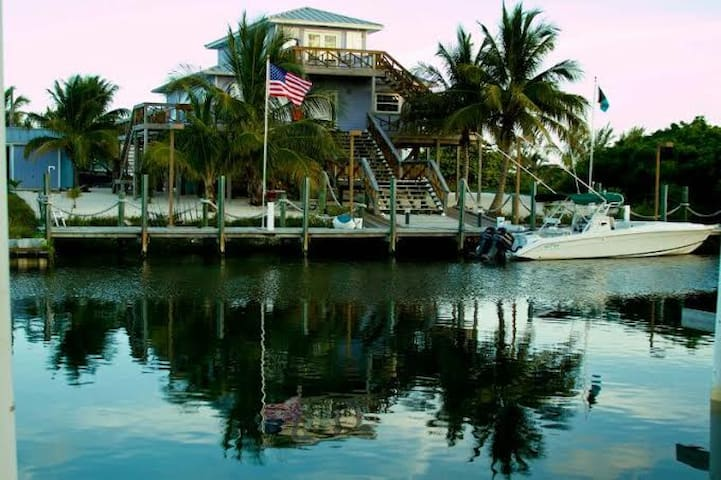 LUXURY EXECUTIVE ISLAND HOME W DOCK