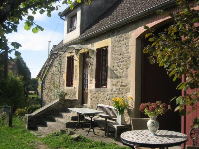 Authentic Burgundy farmhouse - Montreuillon - Ev