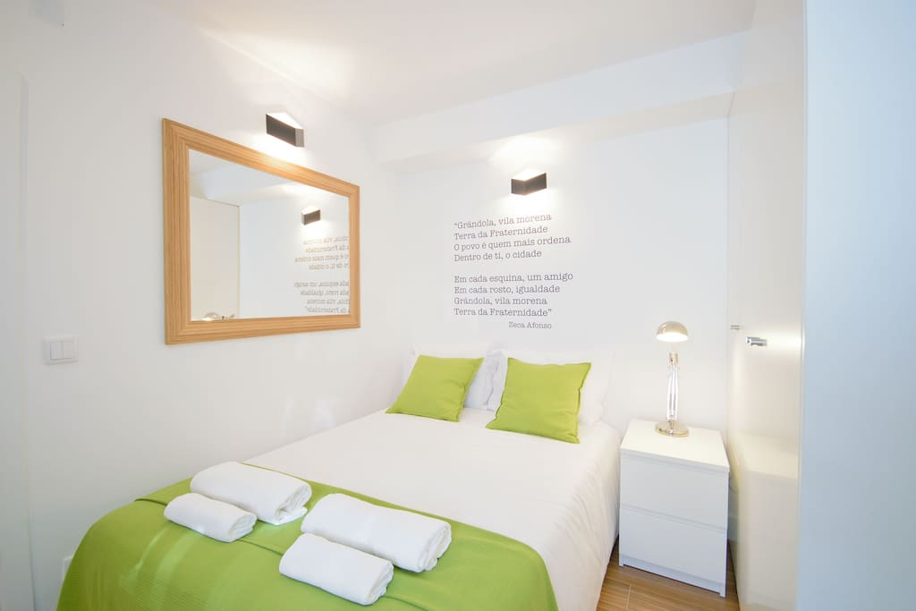 "Comfortable Double room (famous ""25 of April"" democratic revolution song extract - wall decoration)"