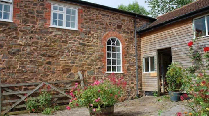 CROSSLANDS DAIRY. Large one bedroom cottage