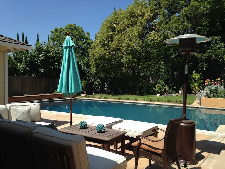 Isn't this a glorious setting for a perfect pool day?