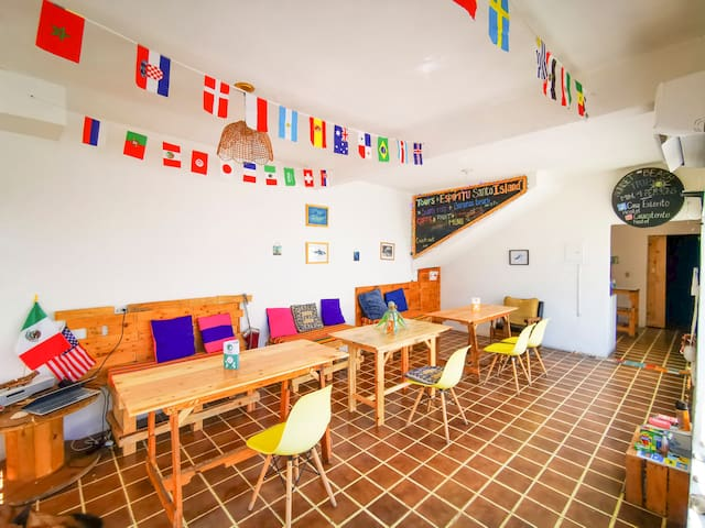 Cama / Dos/ Casa Esterito Hostel