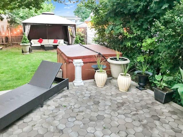 1)Private Studio Style Room Fantastic Patio Area!!