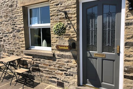 YOREDALE Quiet central Leyburn location with views