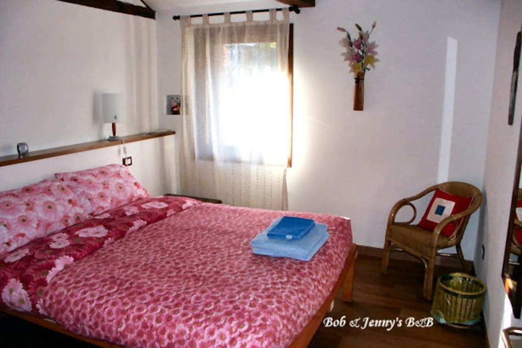 Quiet charming room in great spot boutique hotels for for Charming small hotels italy