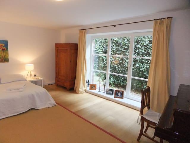 Großes Doppelzimmer mit eigenem Bad &Garten - Hamburg - Huis