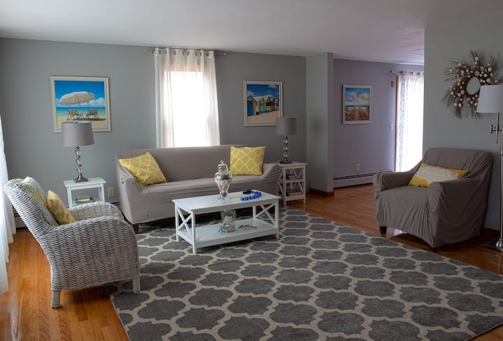 Cape Cod Beach House on quiet cul-de-sac