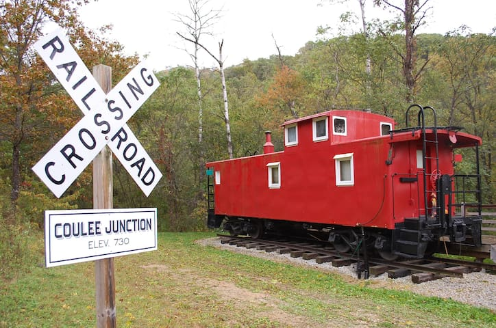 Real Railroad Caboose with Hot Tub! Secluded!