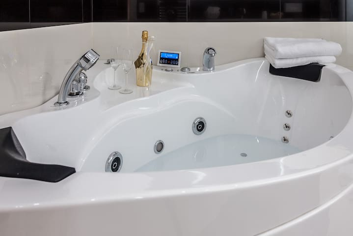Serviced Apartment & Hot Tub