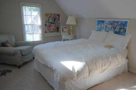 upstairs suite/near Velodrome! - Rock Hill - Casa