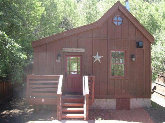 Luxury Historic Truckee River Cabin Hideaway!