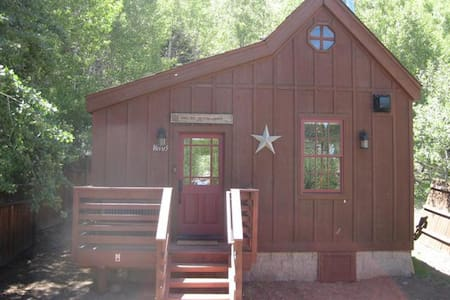 Luxury Historic Truckee River Cabin Hideaway!