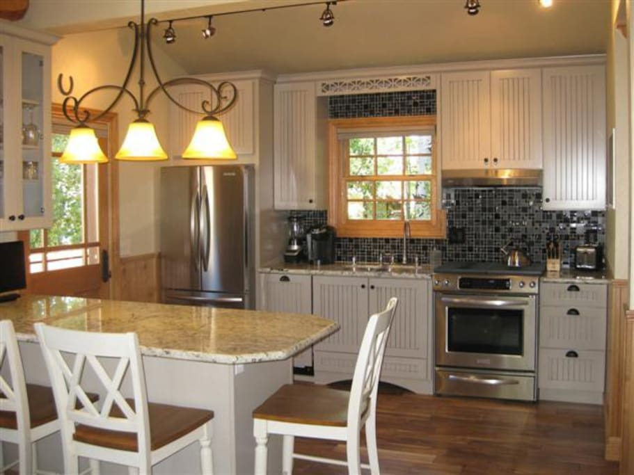 Fully Remodeled Kitchen, Kitchen Aide, Bosch etc.