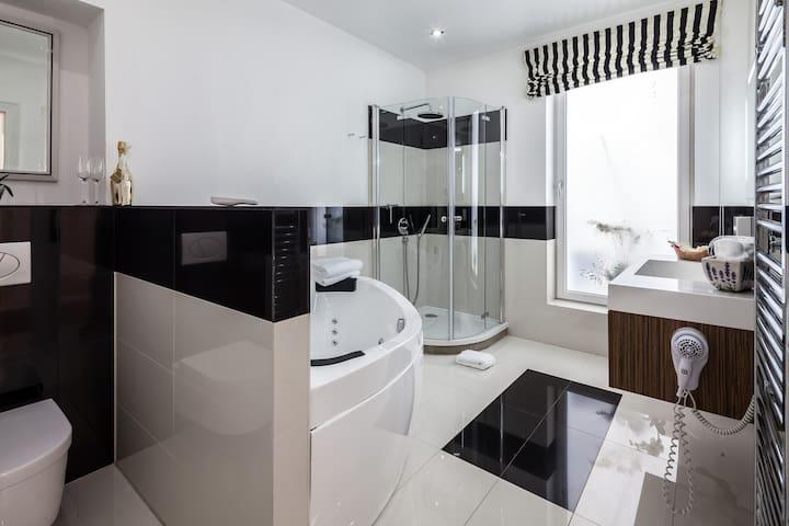 Serviced Apartment & Hot Tub - Wiesbaden - Apartemen
