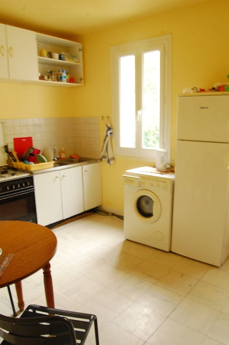 shared kitchen/washing machine/bridge available