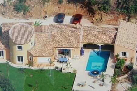 Villa ,250 m², 20 mn des plages - Belgentier