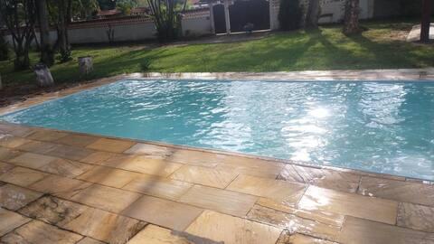 Casa de Praia espaçosa com piscina e churrasqueira