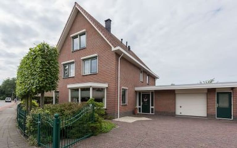 Spacious private floor in Mansion near Rotterdam