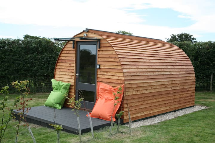 """Best Mate"" A cosy glamping Pod near village Inn"