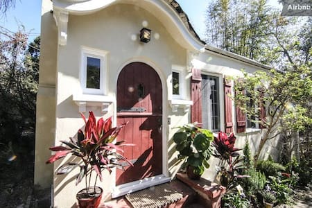 Beautiful free-standing cottage underneath the famous Hollywood sign. Quiet, reclusive with lush vegetation yet close to downtown Hollywood. This 1 BR cottage features a full dining room and private garden with good sun exposure.