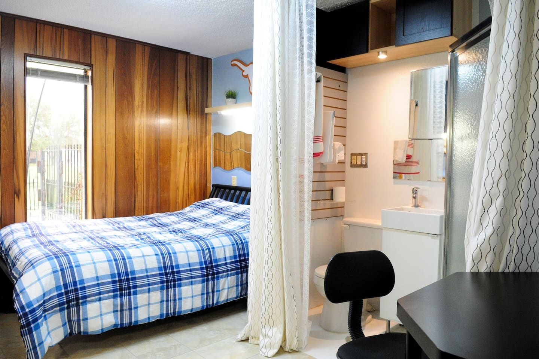 Austin Zen Stay / Cowboy Room 9
