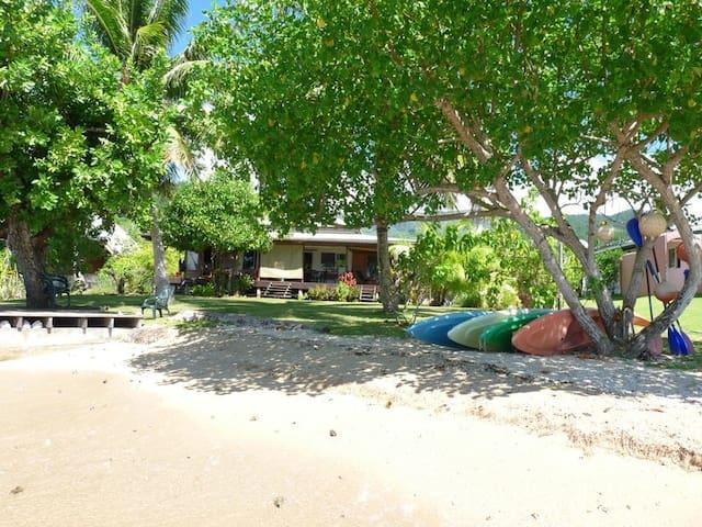 Au bord du lagon la VIlla Temehani - Raiatea - Bed & Breakfast