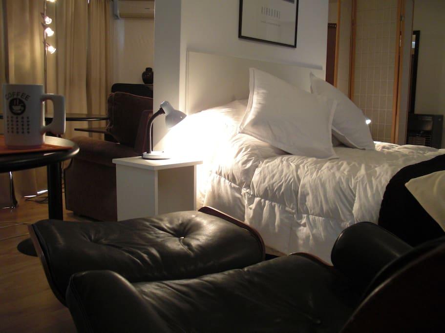 Ambiente moderno, cálido y confortable.