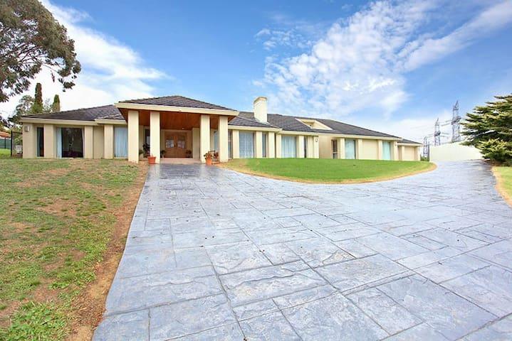 Grand Living I - Warrandyte - Rumah