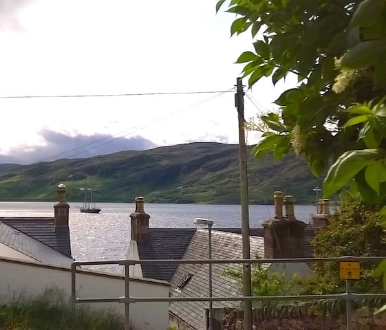 Corran Beg, studio apartment, sleeps 2, sea views - Ullapool - Appartement