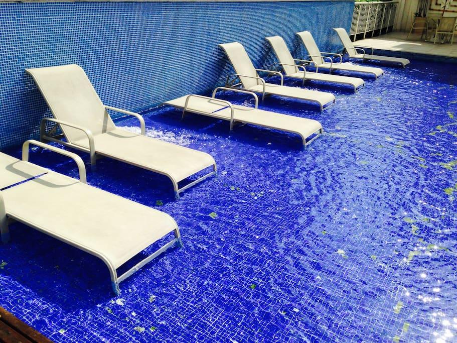 Piscina com deck molhado / Outdoor Pool