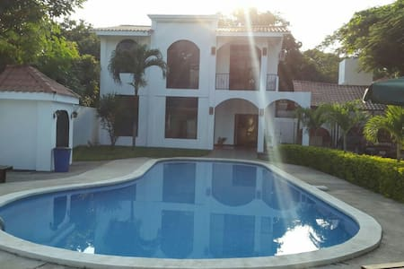 Casa en Playas del Coco - Ev
