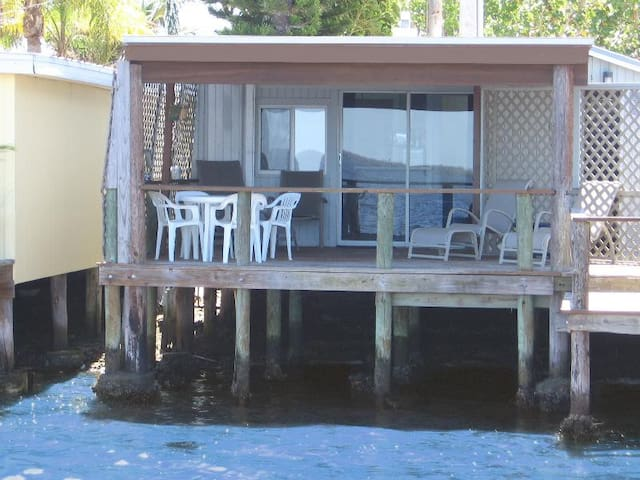 Waterfront One Bedroom Cottage - Matlacha - Guesthouse