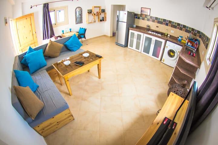 Al-Fanar Apartment, Lighthouse - sleeps 2