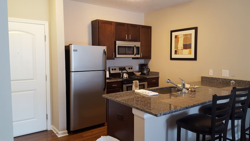 5 STAR Mid-Rise in Worthington! New & Furnished!