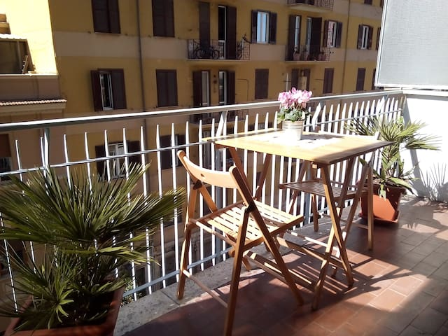 Coloseum in minutes! 3 bedrooms! - Roma - Apartment