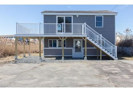 Beach Living Condo! One large bedroom, sleeps 4 - Hampton