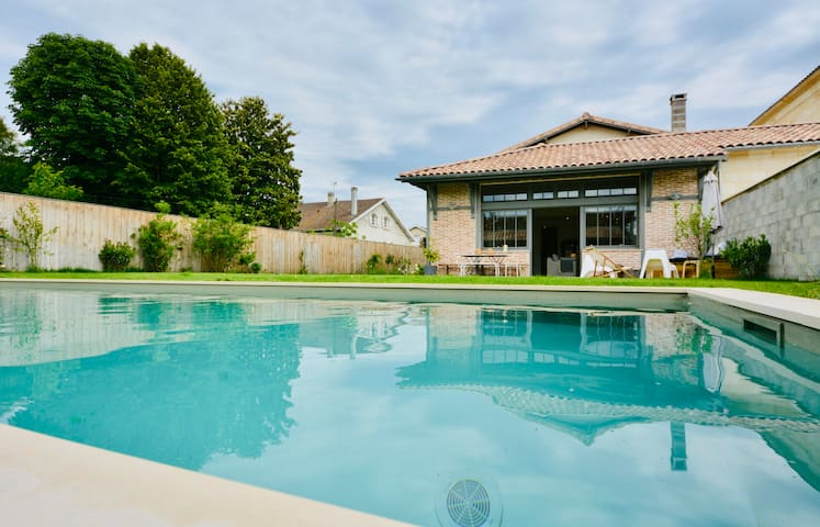 Superb quiet house swimming pool 10 minutes from the center of Bordeaux