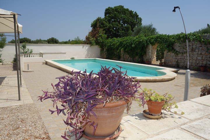Villa Maresca, Pool, Sleeps 8, close to Beaches