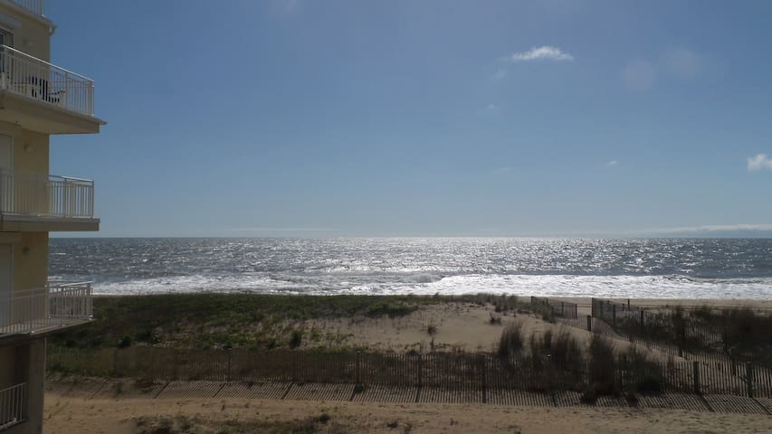 Adorable Ocean front Furnished 2br/2ba condo