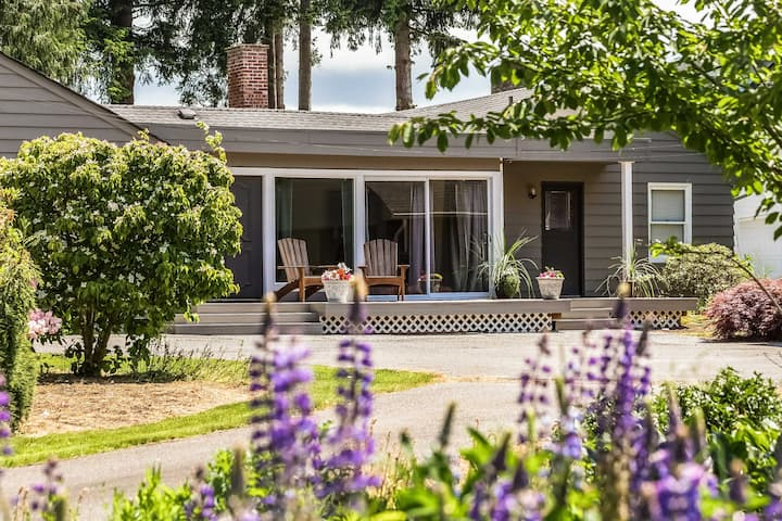 Waterfront Home - Easy Access to Olympic Peninsula