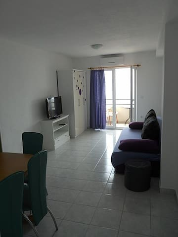 Mate apartman 2.ljubicasto zeleni - Podgora - House