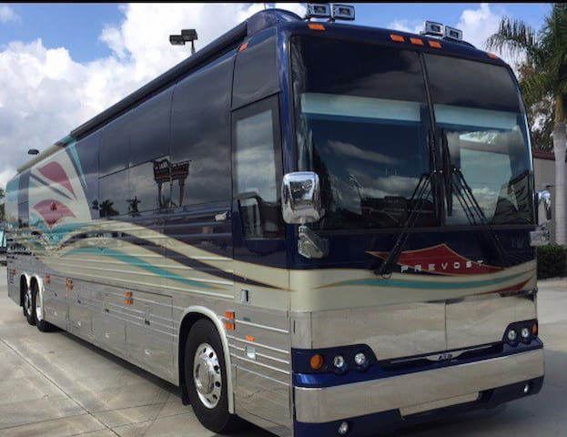 Celebrity Style Tour Bus!