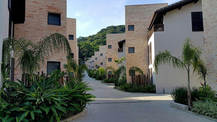Casa térrea 3 suítes em novo condomínio em Juquehy - São Sebastião - Haus