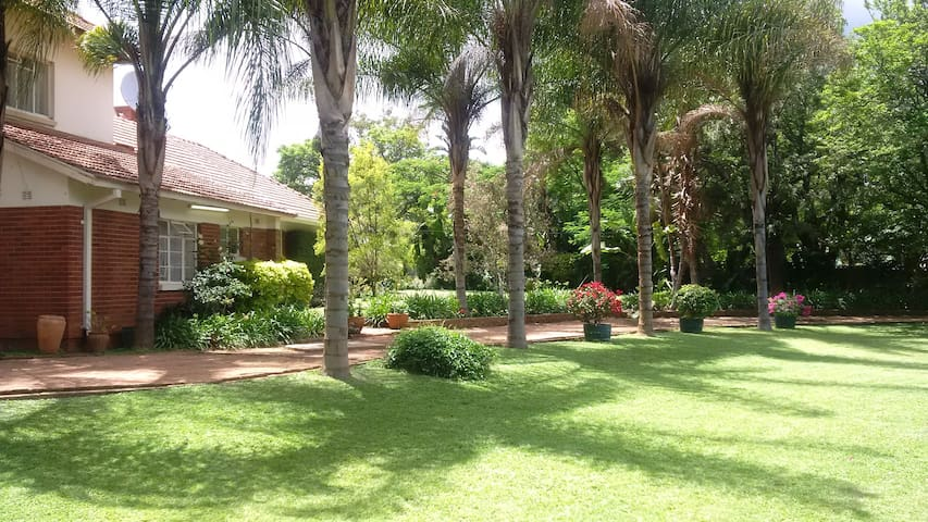 Hillside Manor - Charming Home in Hillside suburb - Bulawayo - Casa