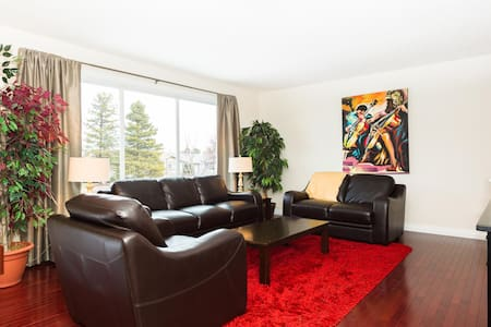 4 Bdrm Home mins. to West Edmonton - Hus