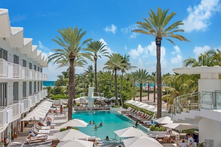 6 room Ocean & Beachfront Shelborne Condos